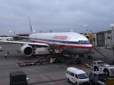 アメリカ、ダラス行きアメリカン航空。成田空港で。